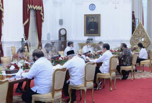 Meja Oval Tempat Jokowi Gelar Tatap Muka Diberi Pembatas Kaca, Ada Apa?