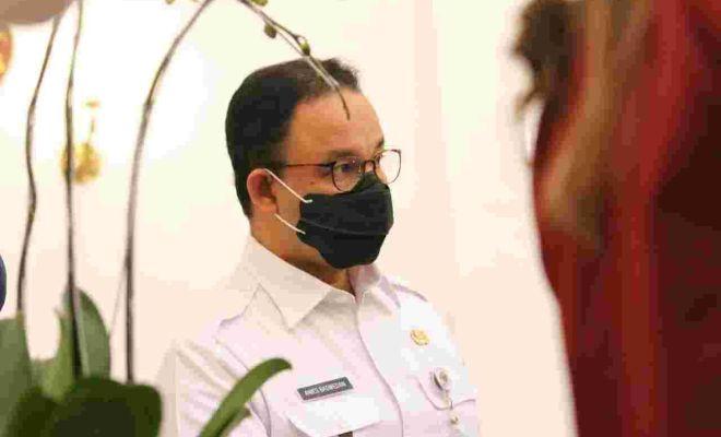 Anies Bawa-bawa Nama Jokowi untuk Tutup Perkantoran dan Tempat Ibadah
