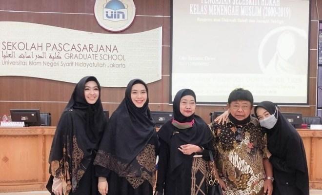 Hamil 9 Bulan, Oki Setiana Dewi Raih Gelar Doktor dengan Predikat Cum Laude