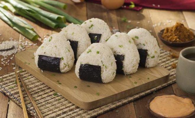 Resep Onigiri, Nasi Kepal Jepang untuk Bekal Piknik
