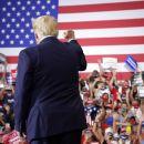 Trump Kembali Berkampanye Pasca Dirawat Akibat Covid