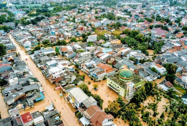 Banjir Jakarta Surut dalam Sehari Anies Dicaci Maki, Banjir Parah Wilayah Ridwan Kamil di Bekasi Tak Ada yang Peduli?
