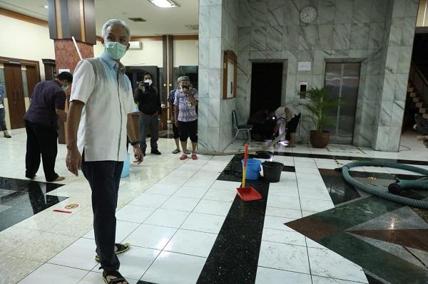 Baru Diguyur Hujan 2 Jam, Kantor Gubernur Ganjar Sudah Kebanjiran