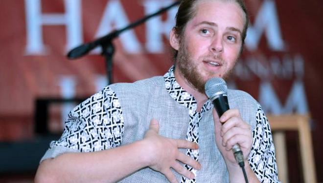 Musik Religi Jadi Pilihan Mustafa Debu di Tengah Keluarga Beragam Agama