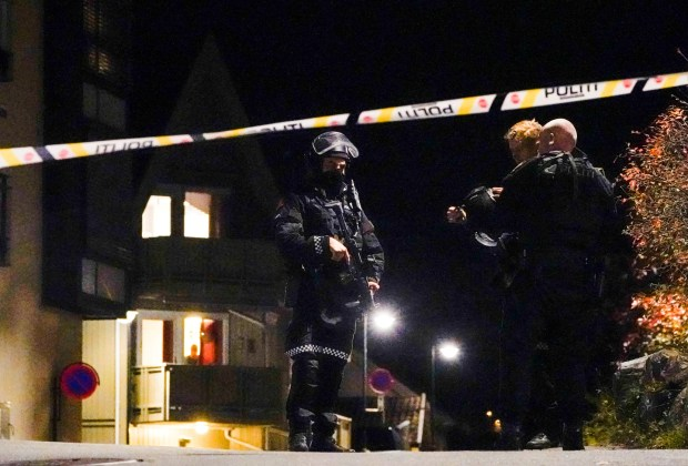 Polisi Norwegia Tangkap Pembunuh Bersenjata Busur Panah