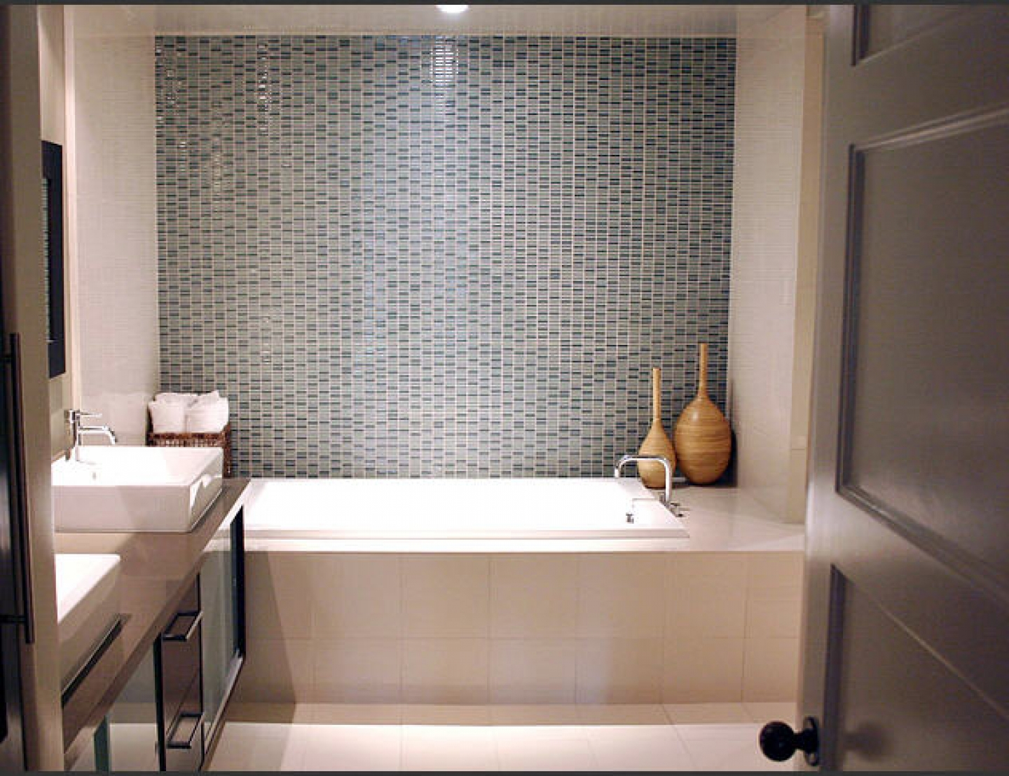 30 magnificent ideas and pictures of 1950s bathroom tiles ... on Small Space Small Bathroom Tiles Design  id=30284