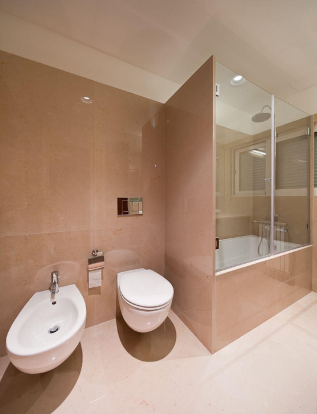 26 amazing pictures of traditional bathroom tile design ideas on Bathroom Ideas Apartment  id=21084