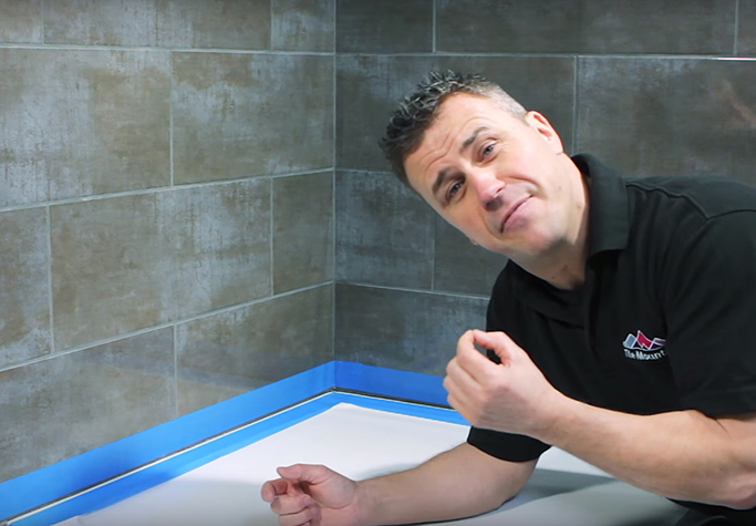 How to Silicone Your Bath or Shower Tray step 2