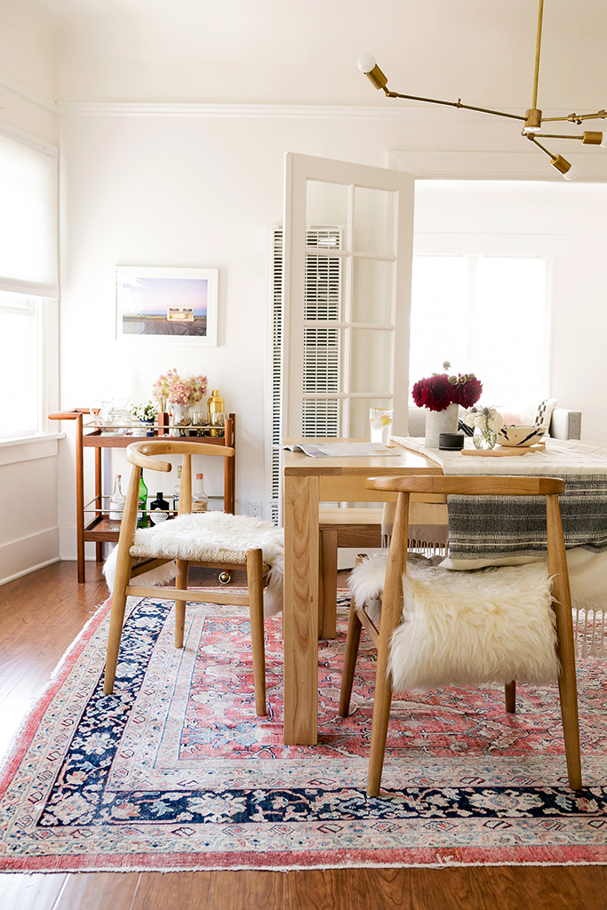 antique-style-rug-in-dining-room