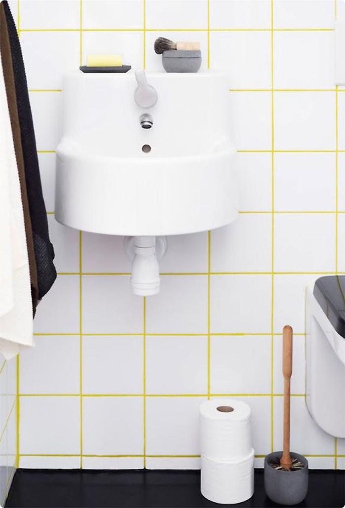 Iris Hantverk white tiles with yellow grout