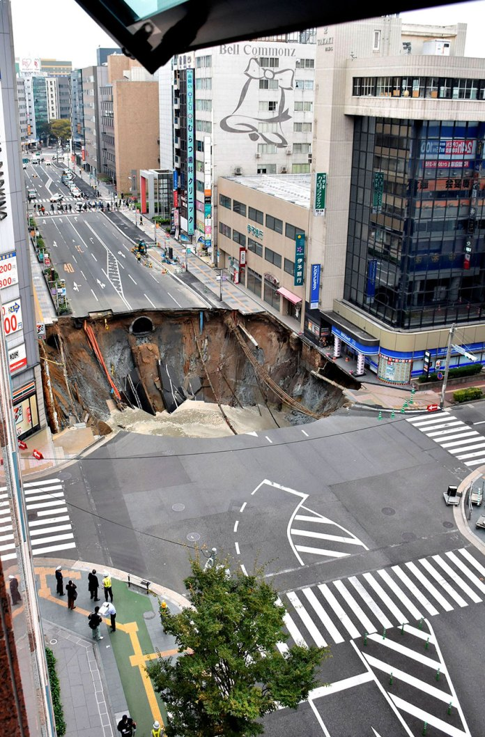 sinkhole-fix-fukuoka-japan-1