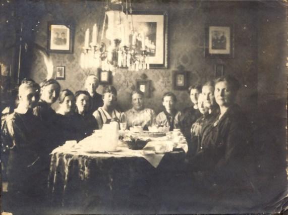 Interiør i 1920-30 årene Min oldemor ført på høyre side