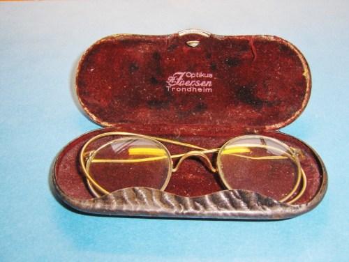 Mormor Ernas første briller