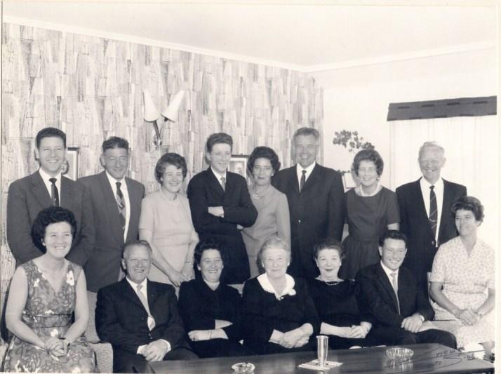 Oldemor Kaspara Rødsand med flesteparten av av barna sine