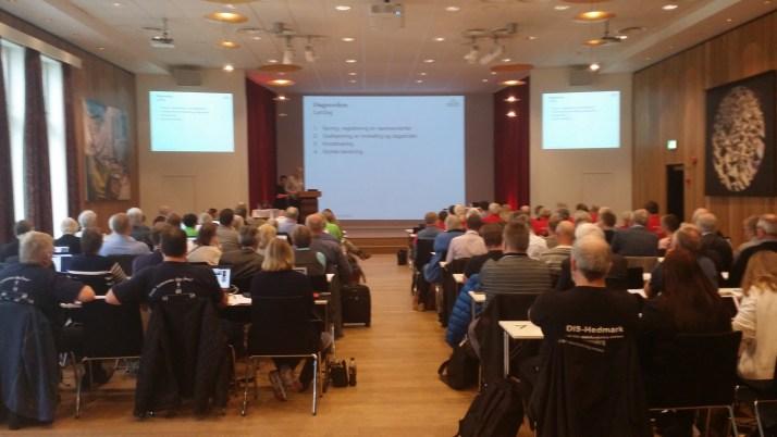 Åpningen av DIS-Norges landsmøte med nesten 100 delegater.