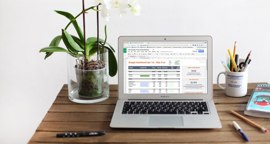 5 Reasons to Use a Spreadsheet to Manage Your Money and 3 Reasons Not To