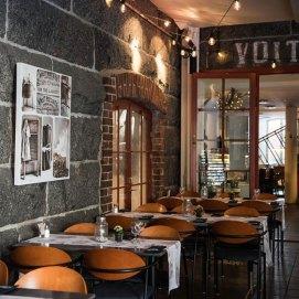 Ravintola Pappilan Taverna vanhassa kivinavetassa
