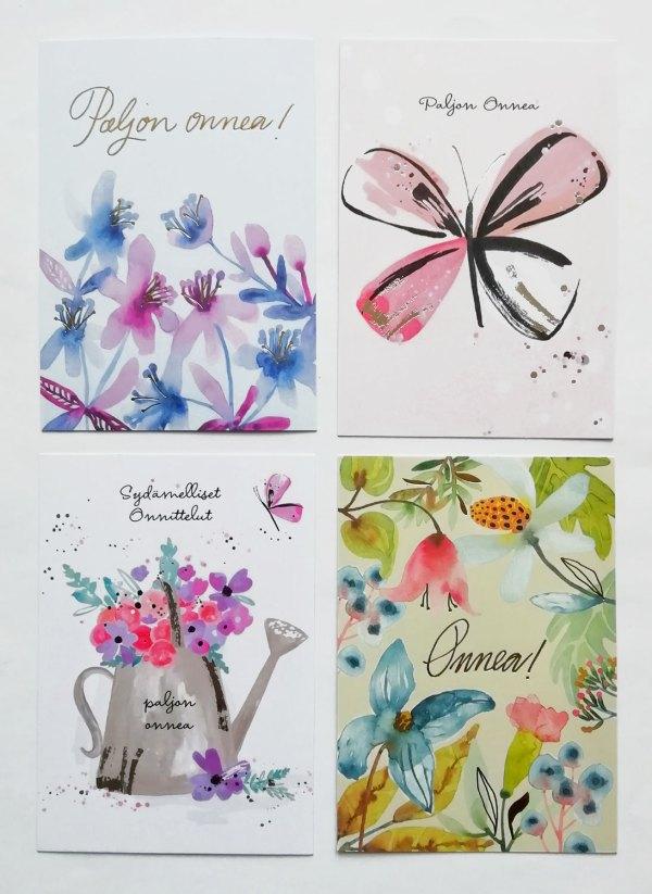 Neljä kukka-aiheista onnittelukorttia, joista kaksi Pia Ettalan suunnittelemia