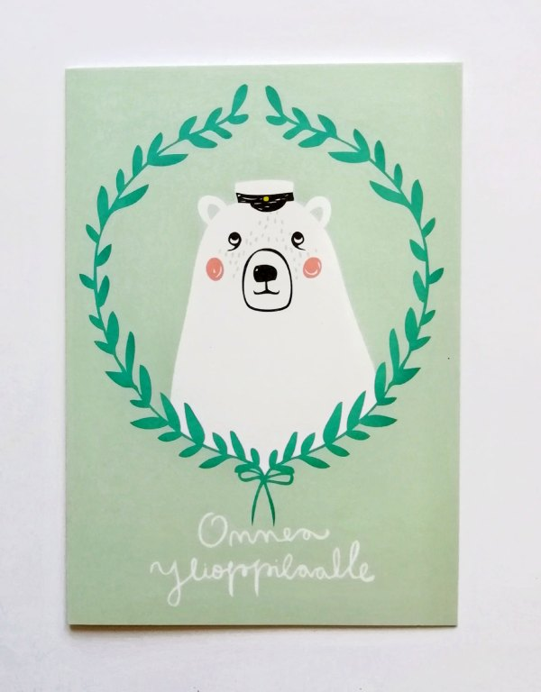 Ylioppilas onnittelukortti, jossa kannessa kuva jääkarhusta ylioppilaslakissa, kuvittaja Mira Mallius