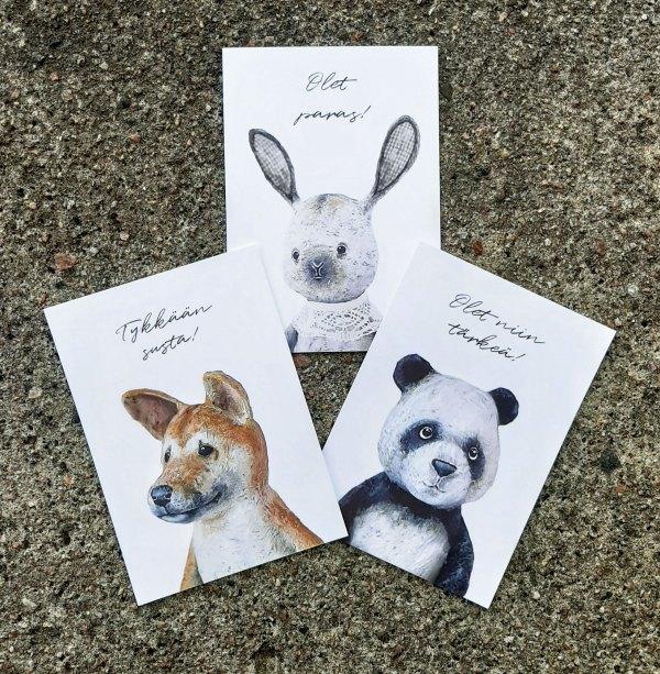 Kolme erilaista kotimaista Nenni & Friends postikorttia: pupu, kettu ja panda