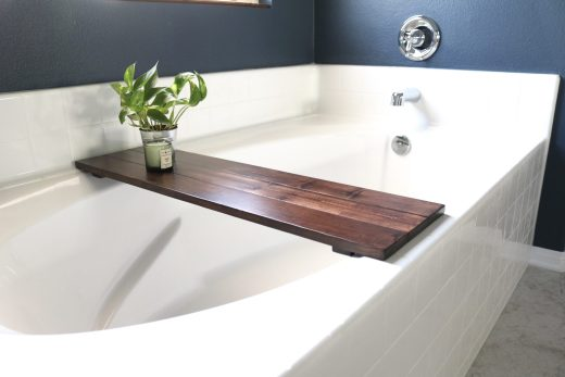 How to build your own DIY wooden bathtub caddy!