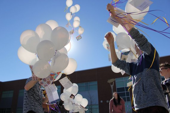 Timber Creek art students release balloons with attached artwork for Big Art Day 2016. (Photo by Kathy Beers.)