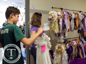 Photos from the Oct. 11, 2017 Mum Donation. (Photos by The Creek Yearbook photographer Alexa Evans)