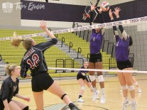 Timber Creek varsity volleyball defeats Central on Sept. 14, 2018. (Photos from The Creek Yearbook photographer Temi Ejuwa.)