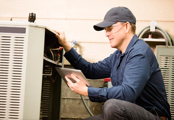 home central air conditioner repair technician