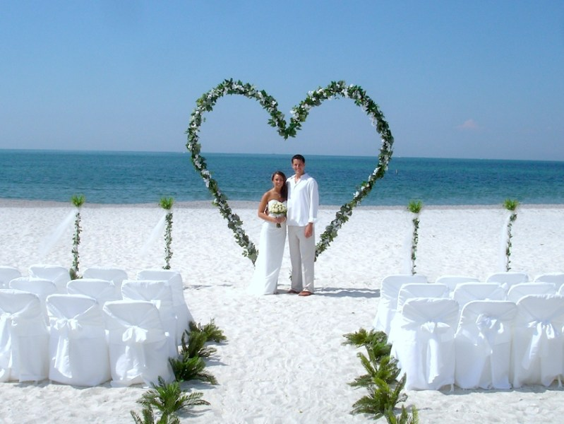 Beach Wedding Ideas Married Couple Time Capsule Company