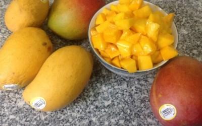 How to Choose & Cut Ripe Mangos