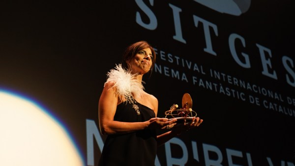 Maribel Verdú con su galardón en el festival de Sitges