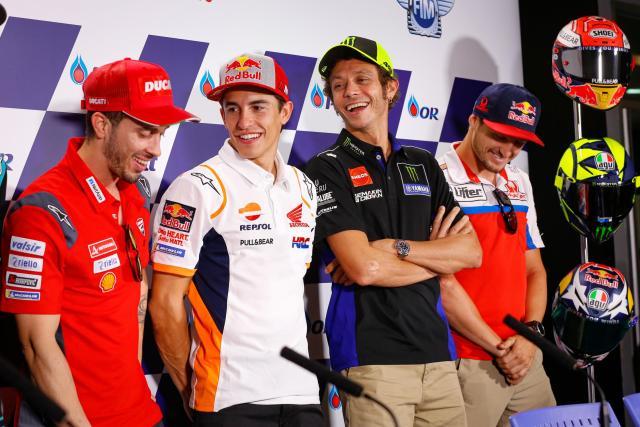 Los pilotos con el acto previo al Gran Premio