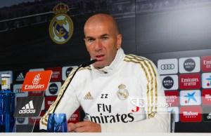 Zidane compareciendo ante los medios de comunicación en Valdebebas.
