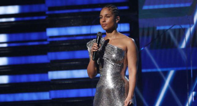 Alicia Keys rindió tributo a Kobe Bryant durante la gala.   Fuente: Twitter