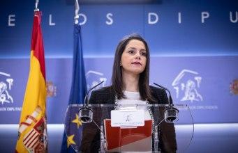 """La portavoz de Ciudadanos en el Congreso, Inés Arrimadas, ante los medios para defender """"Mejor Unidos""""."""