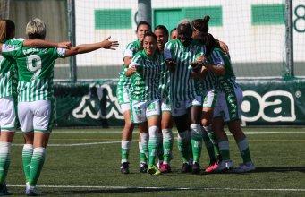 El equipo celebrando el gol