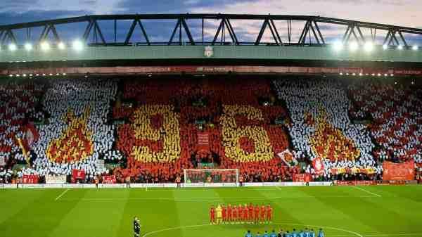 Aficionados del Liverpool rememorando a los 96 fallecidos en hillsborough. Foto: página oficial del Liverpool