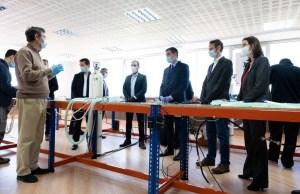 Pedro Sánchez, acompañado de Salvador Illa y Reyes Maroto, en su visita a la fábrica Hersill