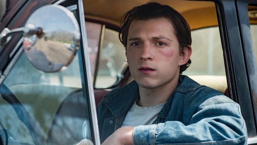 Tom Holland en el papel de Arvin Russell / Fuente: Netflix
