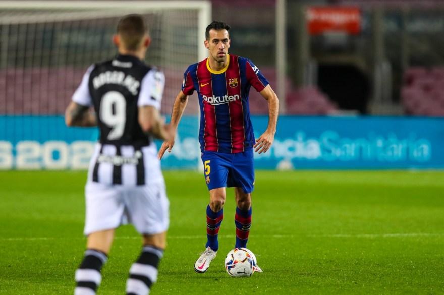 Busquets en el partido entre el Barça y el Levante