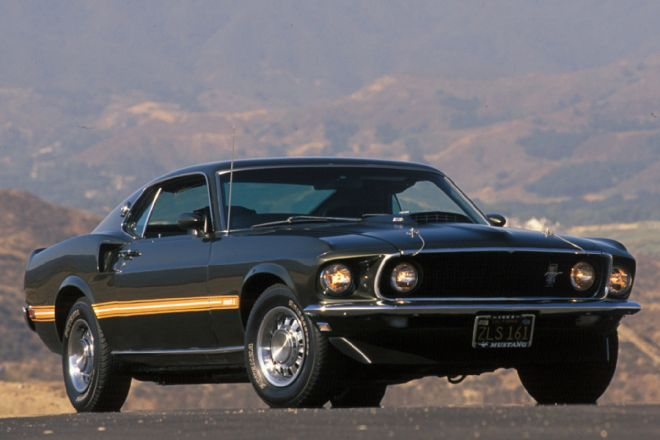 1969-ford-mustang-mach-1-front-three-quarters-view-in-green