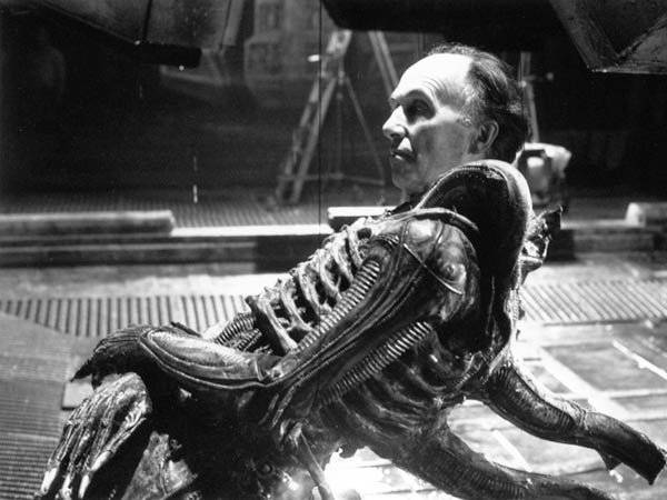 Eddie Powell in Alien Costume