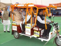 Indian e-rickshaws to get automatic head and taillights