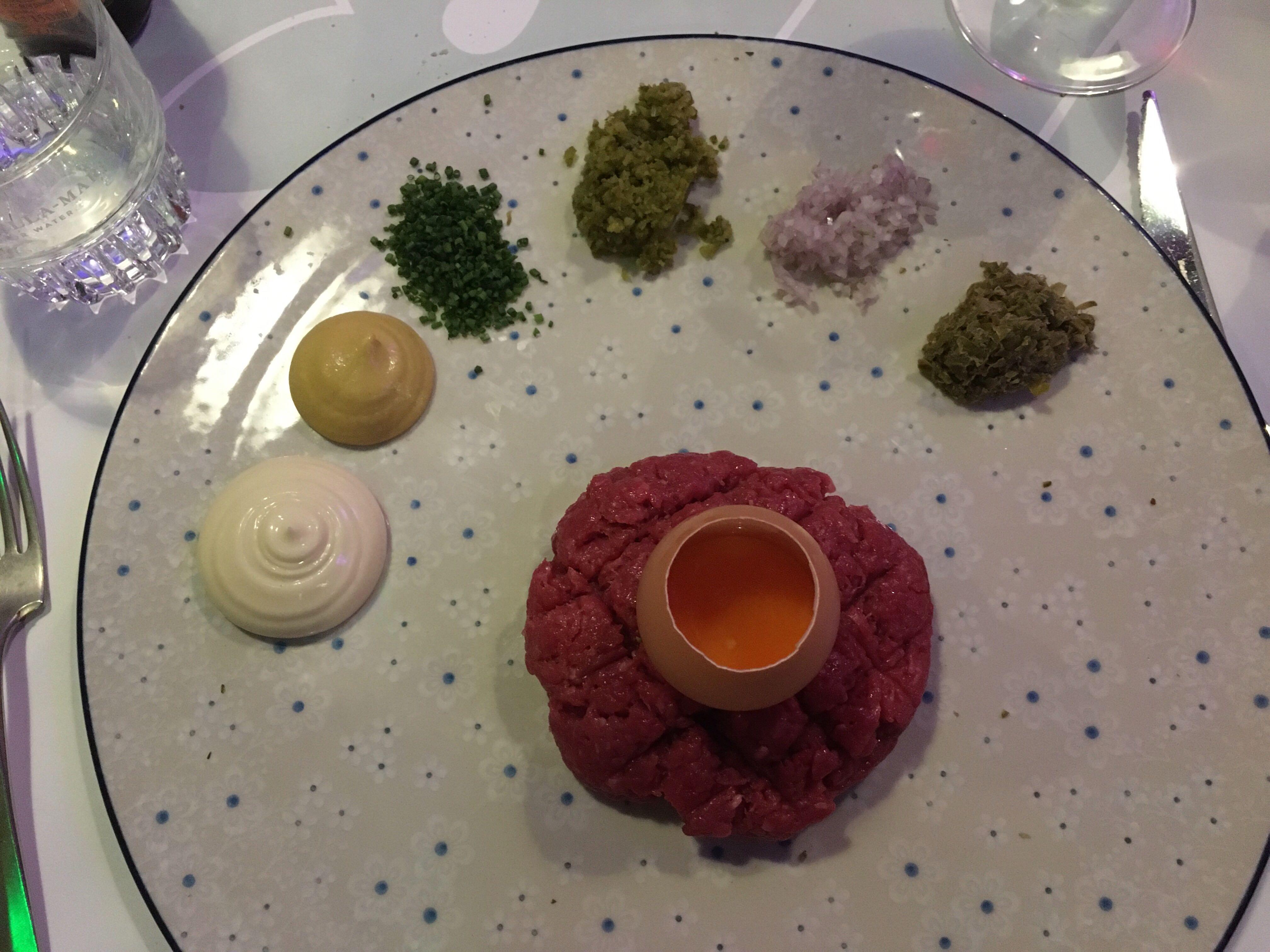 Steak tartare in restaurant RAUW. Foto: Ingelise de Vries