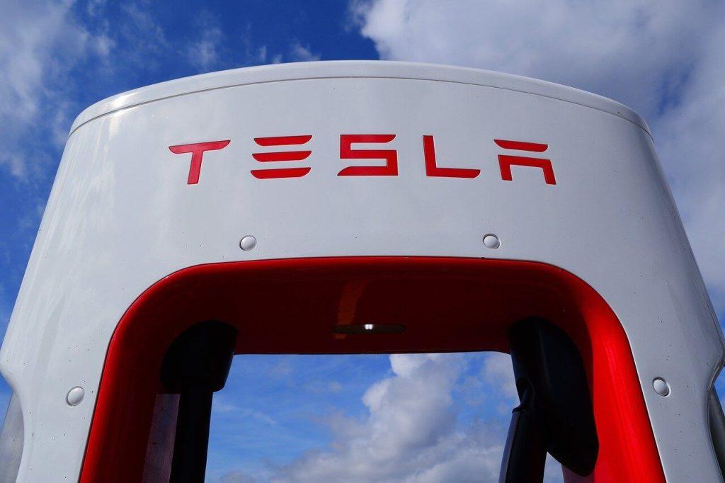 特斯拉顛覆傳統車廠的新思維