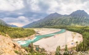 Torquoise water of the Snake River flowing through Mackenzine Mountains, Yukon, Canada