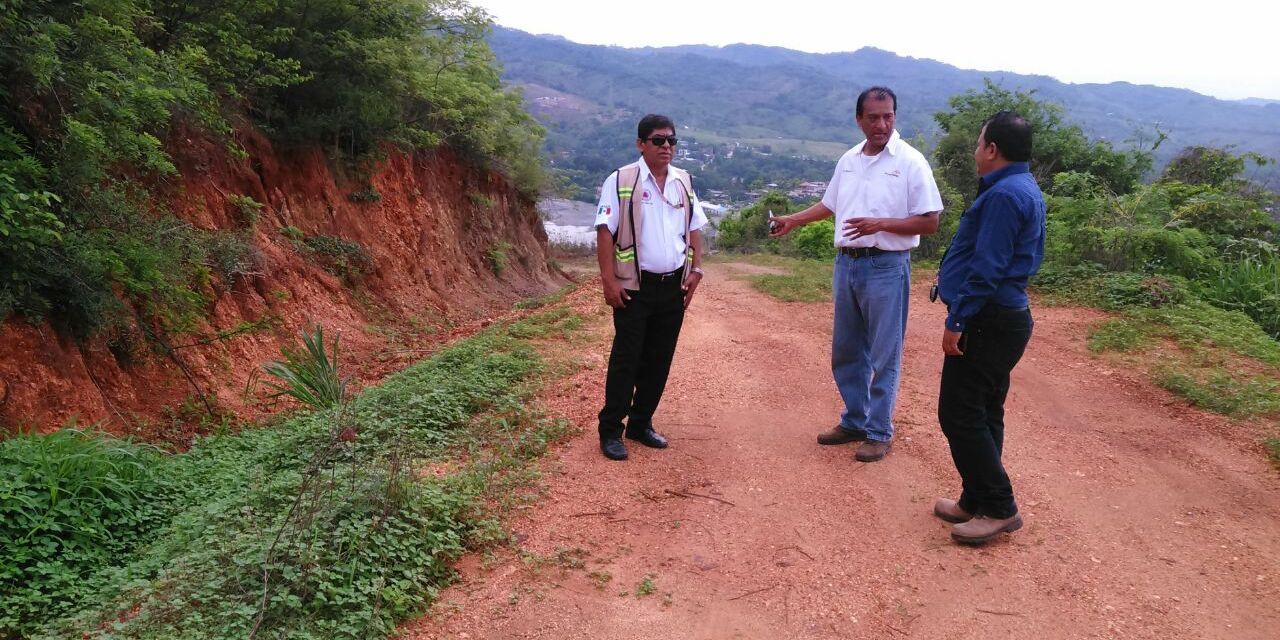 Protegen a familias de deslaves del Cerro de la Cruz en La Mira