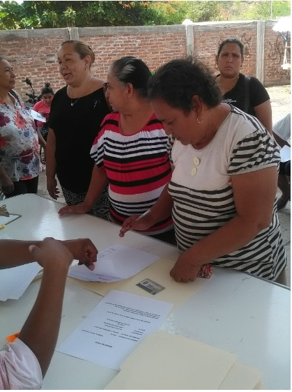 Entregan microcréditos de Palabra de Mujer en Comunidad Modelo