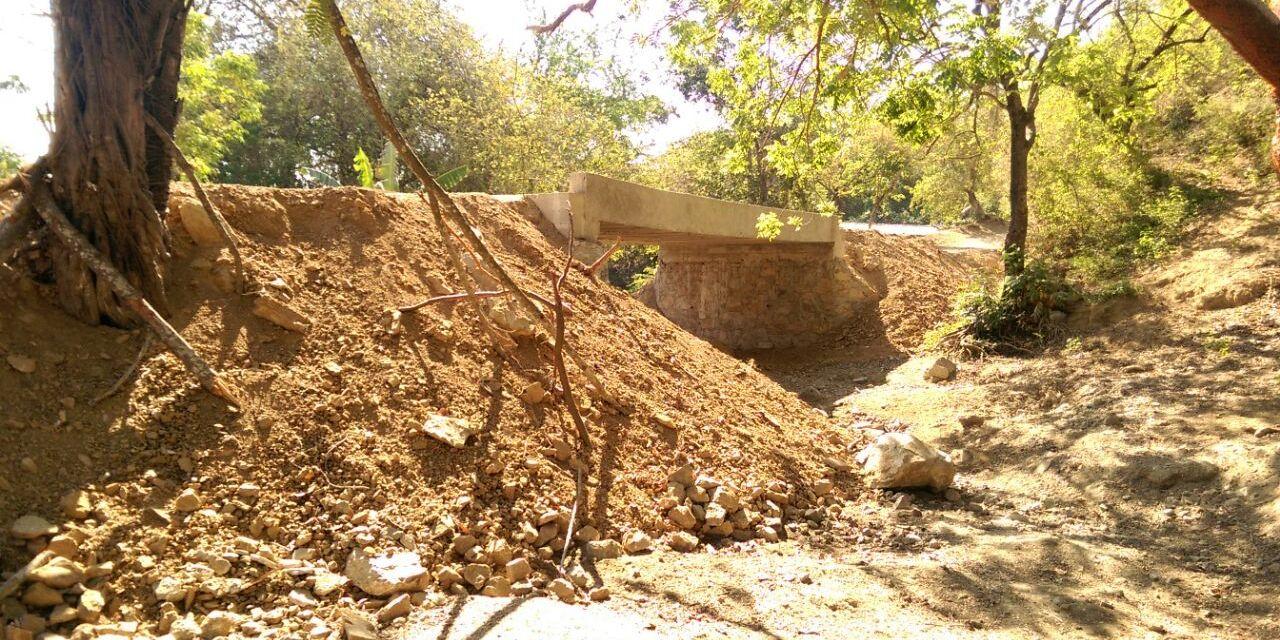 Autoridades de El Reino decreta inminente riesgo de colapso en puente vehicular